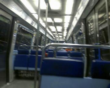 パリの地下鉄車内2